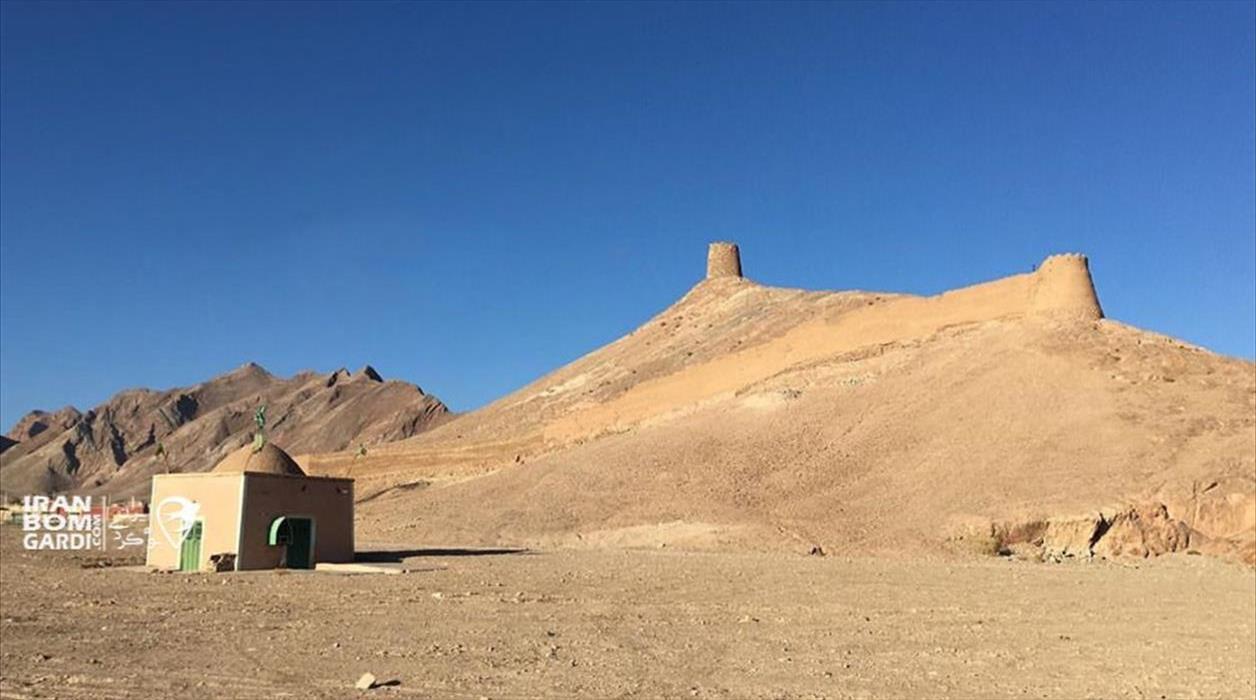 برج و باروی قدیمی جاده انارک