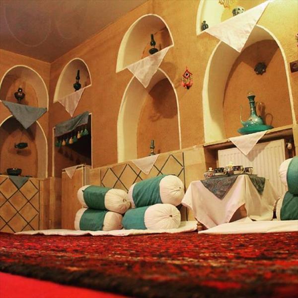 اتاق فیروزه ایی اقامتگاه سنتی سرای صالح