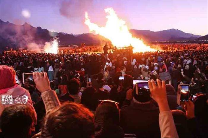 آتش زدن هیزم در جشن سده