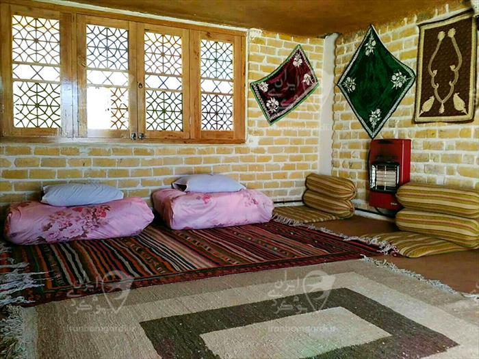 اتاق سنتی باغ گل ها در ارسنجان شیراز